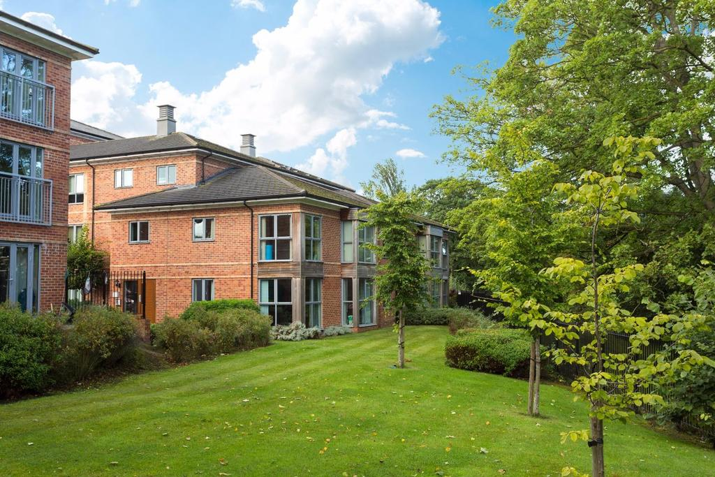 2 Bedrooms Flat for sale in St. Johns Walk, York