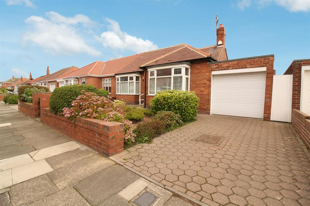 2 Bedrooms Semi Detached Bungalow for sale in Millview Drive, Tynemouth