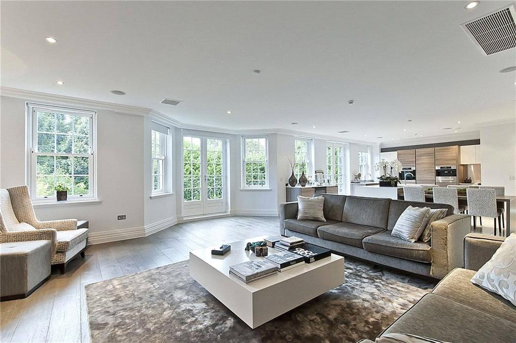 3 Bedrooms Flat for sale in Leopold Court, Princess Square, Esher, Surrey, KT10