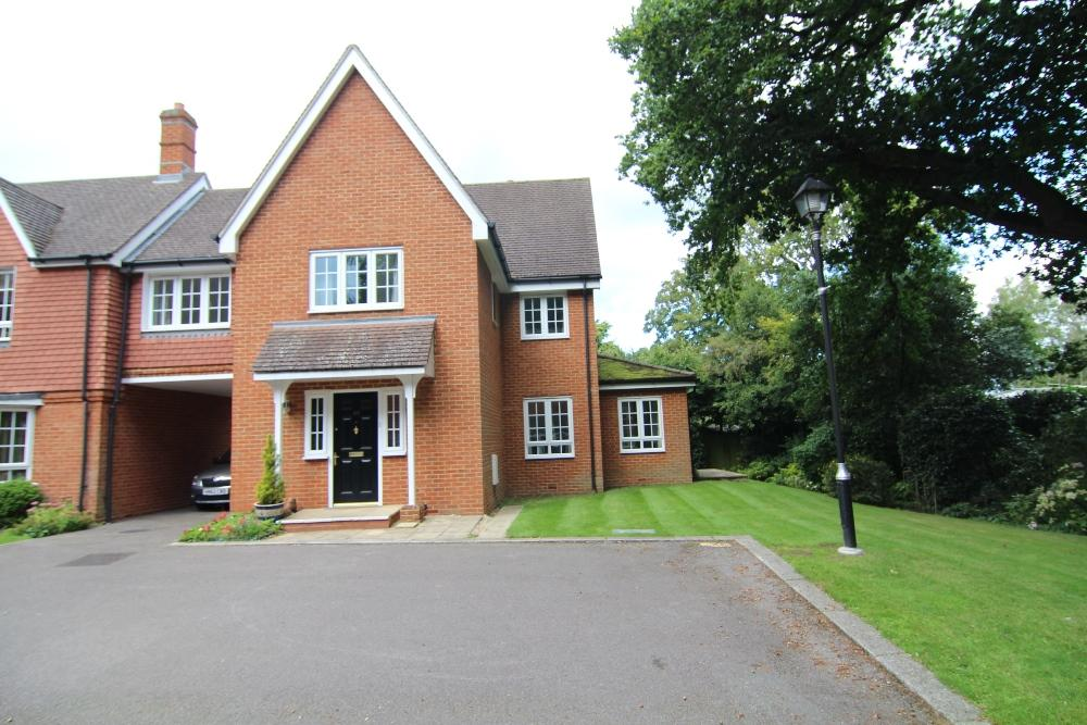 2 Bedrooms Semi Detached House for sale in Harding Place, Glebelands Road, Wokingham, Berkshire, RG40 1BX