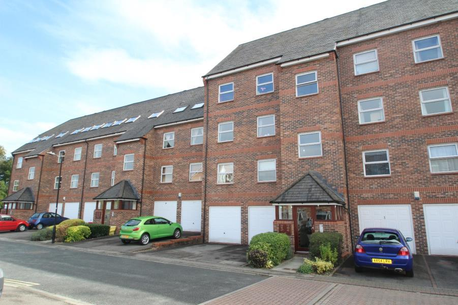 2 Bedrooms Flat for sale in WHITECROSS GARDENS, YORK, YO31 8JH