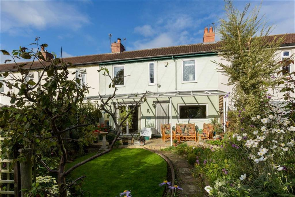 3 Bedrooms Terraced House for sale in Grove Place, Boston Spa, LS23