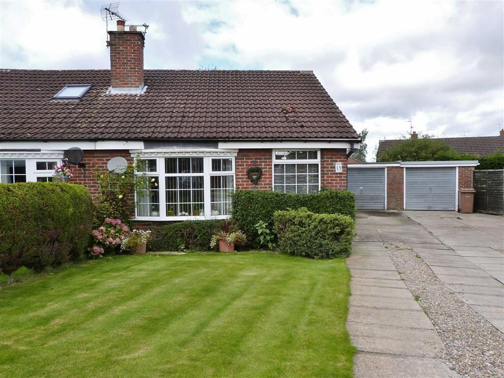 2 Bedrooms Semi Detached Bungalow for sale in Willow Park Road, Wilberfoss