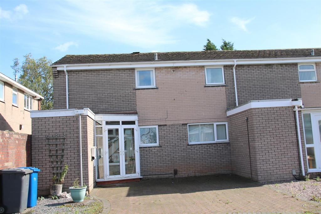 3 Bedrooms Semi Detached House for sale in Browning Close, Coton Green, Tamworth