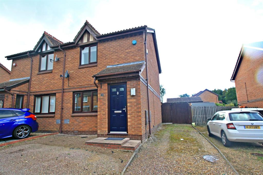2 Bedrooms Semi Detached House for sale in Aintree Close, Bletchley, Milton Keynes