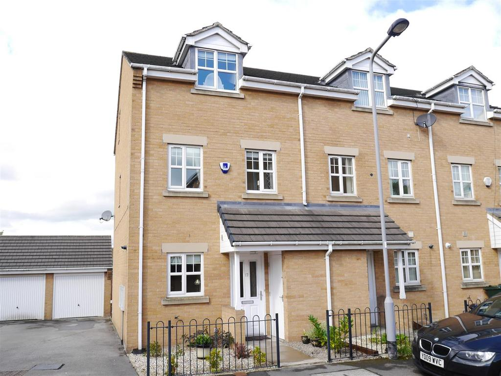 3 Bedrooms Town House for sale in Alred Court, Bierley, BD4
