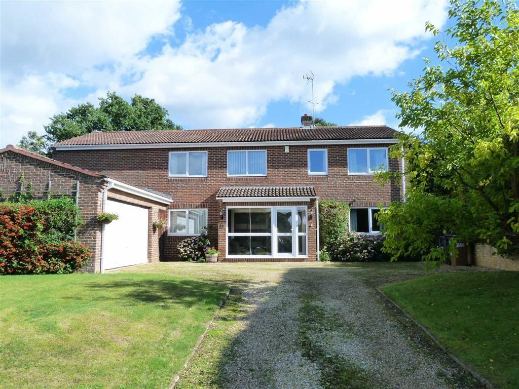 5 Bedrooms Detached House for sale in Old Forge Close, Digswell, Welwyn