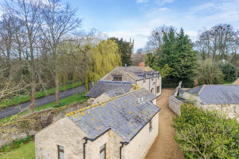 5 Bedrooms Detached House for sale in The Coach House, Woodeaton, Oxfordshire