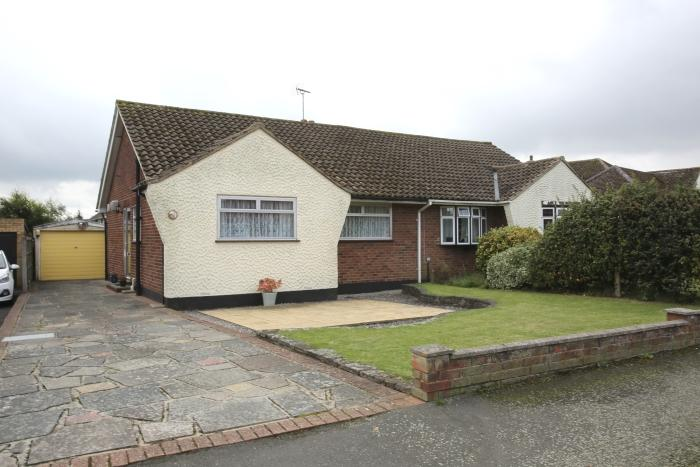 2 Bedrooms Semi Detached Bungalow for sale in MAYFLOWER WAY, ONGAR CM5