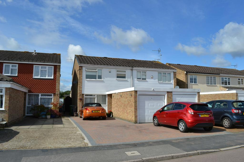 3 Bedrooms Semi Detached House for sale in Tunfield Road, Hoddesdon EN11