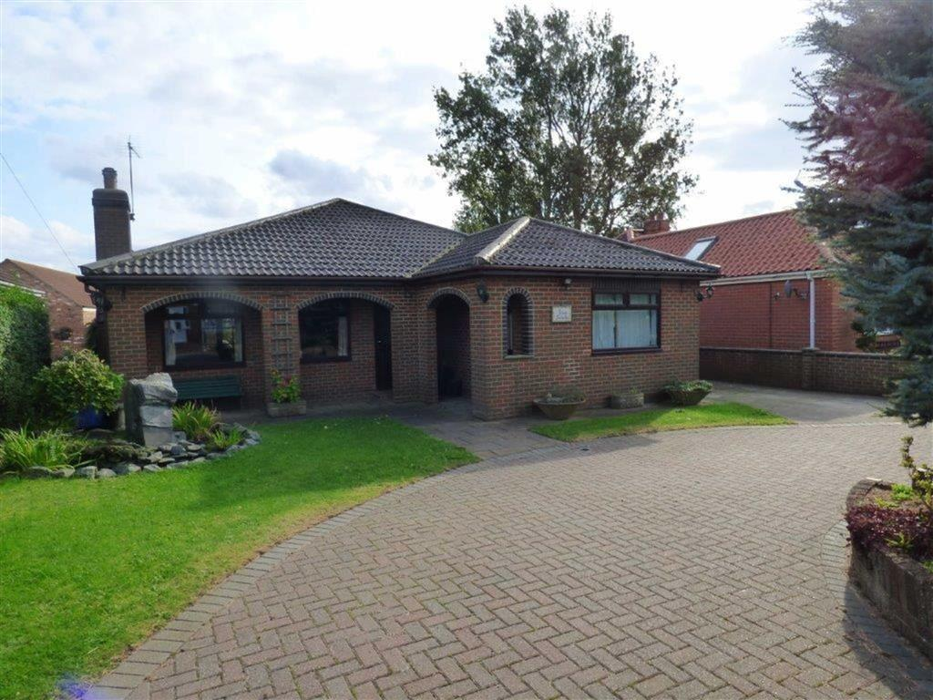 2 Bedrooms Detached Bungalow for sale in Hooks Lane, Thorngumbald, East Yorkshire, HU12