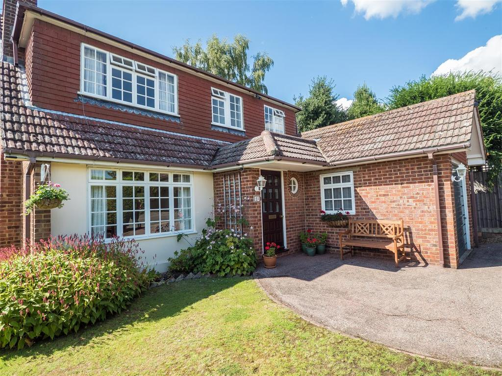 4 Bedrooms Detached House for sale in Otteridge Road, Bearsted, Maidstone