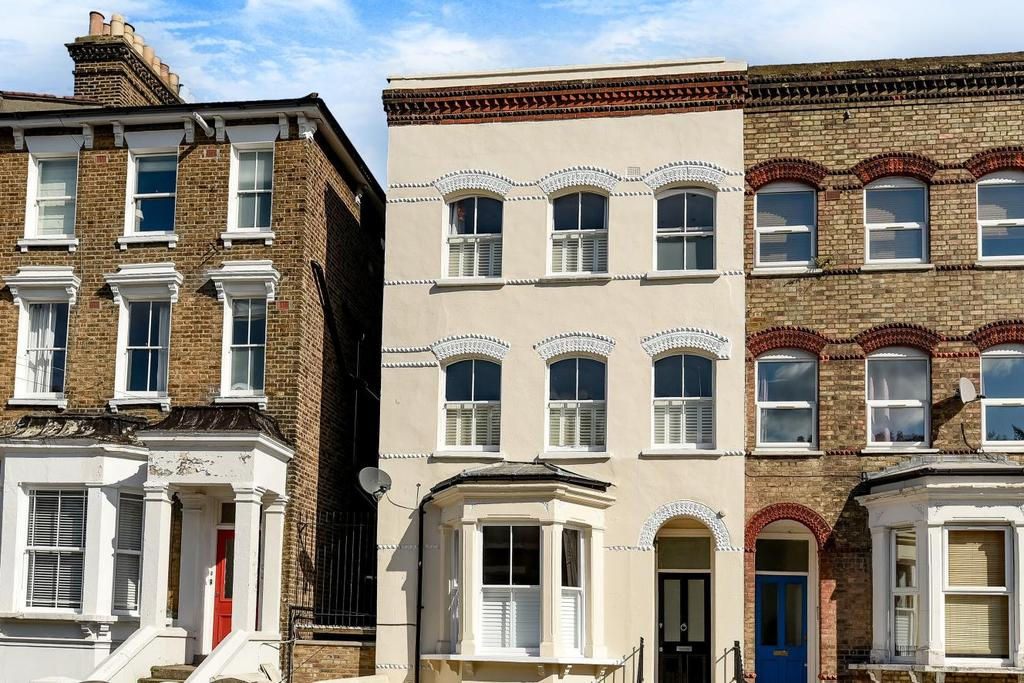 2 Bedrooms Flat for sale in Gipsy Road, West Norwood