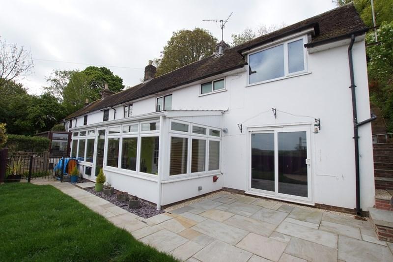 3 Bedrooms Semi Detached House for sale in High Street, Spetisbury, BLANDFORD FORUM