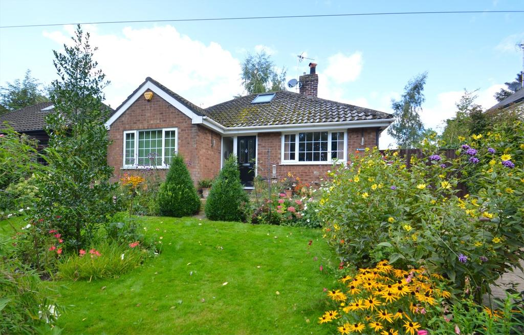 3 Bedrooms Bungalow for sale in Warrington Road, Comberbach