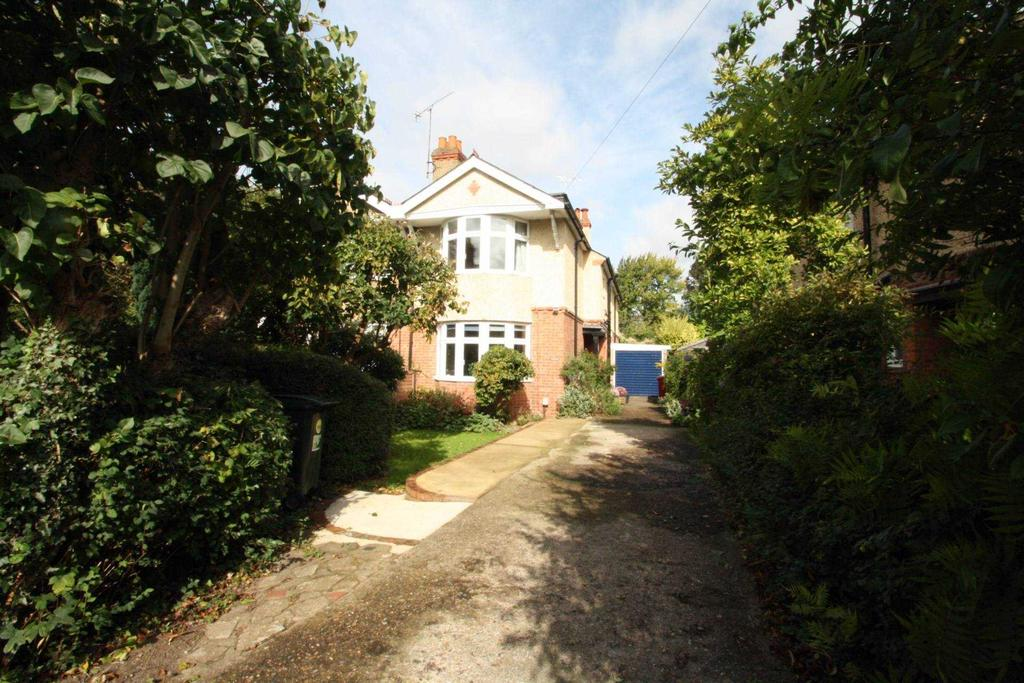 4 Bedrooms Semi Detached House for sale in Crescent Road, Reading