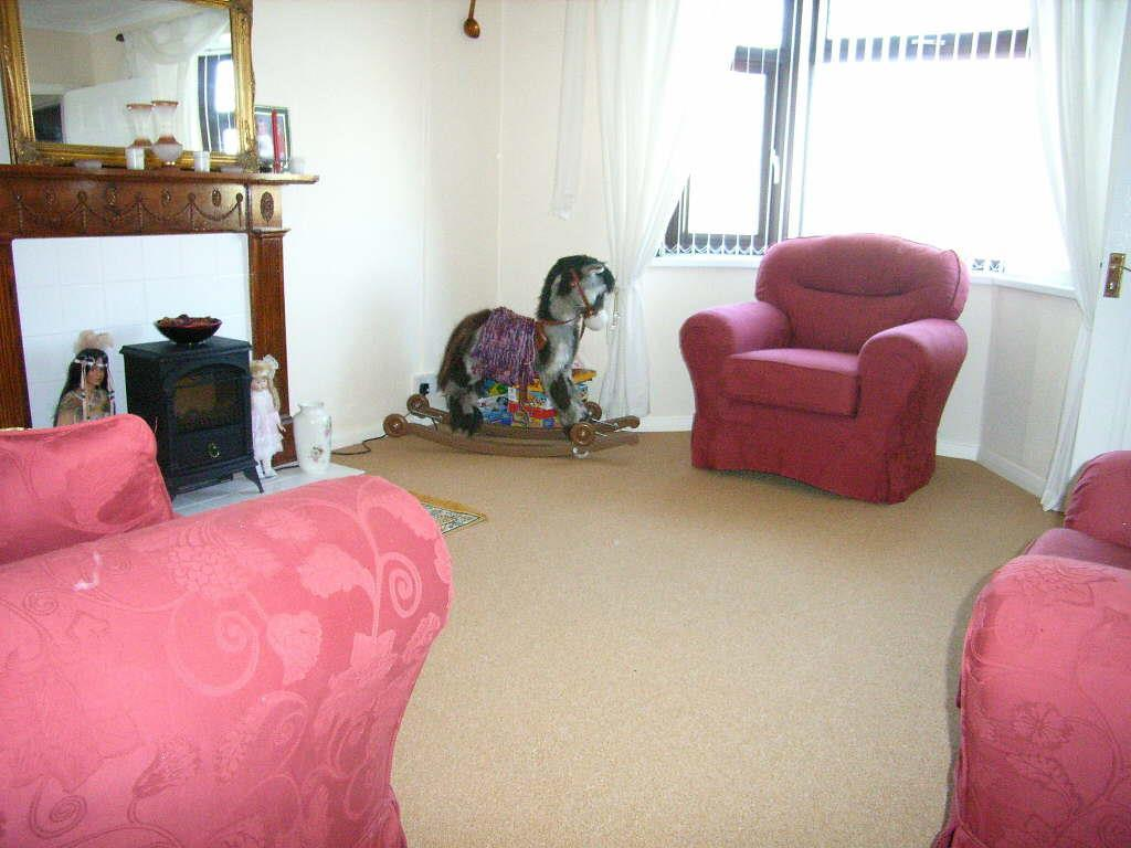 2 Bedrooms Semi Detached House for sale in Heol Vaughan, Burry Port