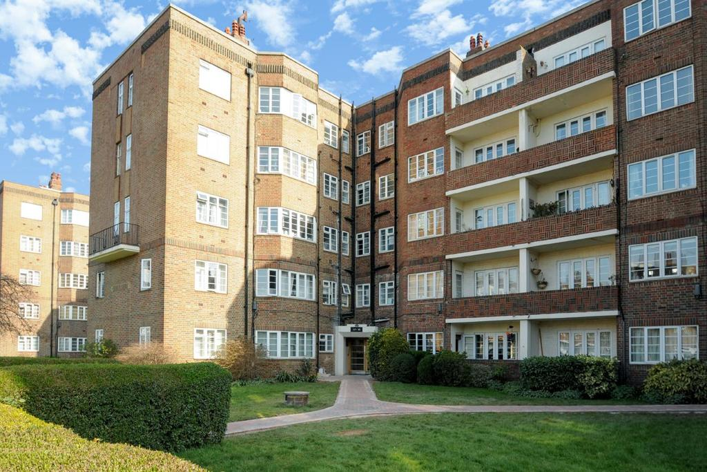 2 Bedrooms Flat for sale in Chiswick Village, Chiswick