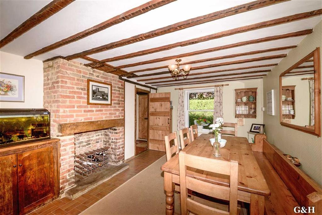 4 Bedrooms Semi Detached House for sale in Ninn Cottages, Great Chart, Kent