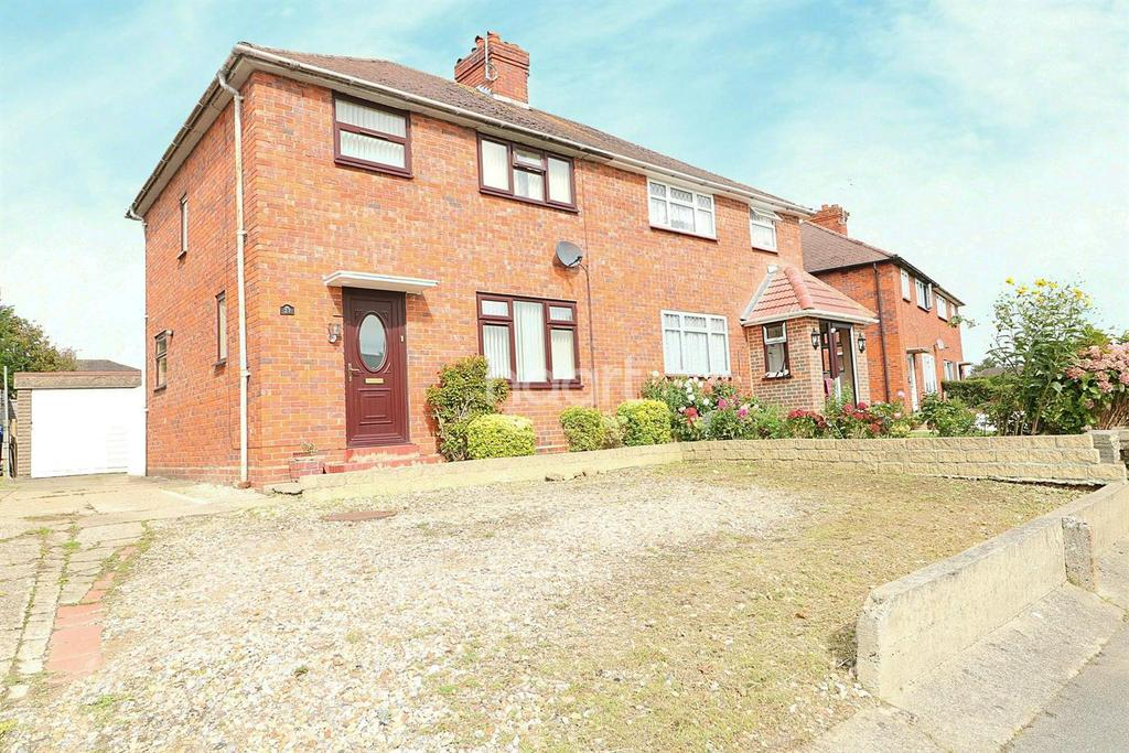 3 Bedrooms Semi Detached House for sale in Busk Crescent, Farnborough