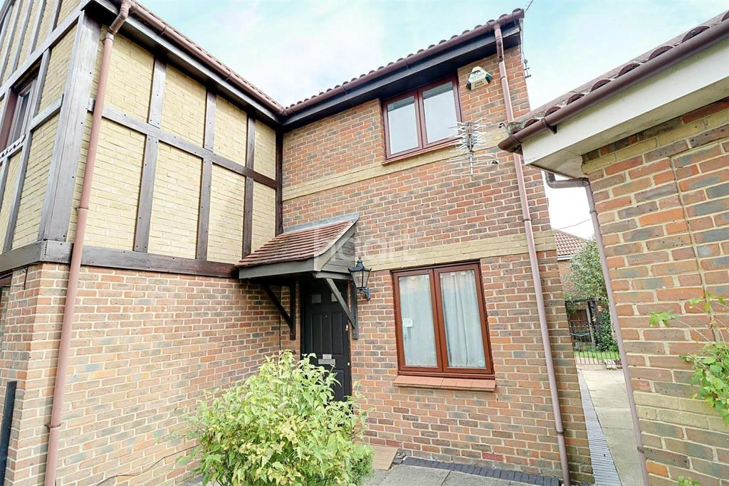 2 Bedrooms Semi Detached House for sale in Kingfisher Crescent, Rayleigh