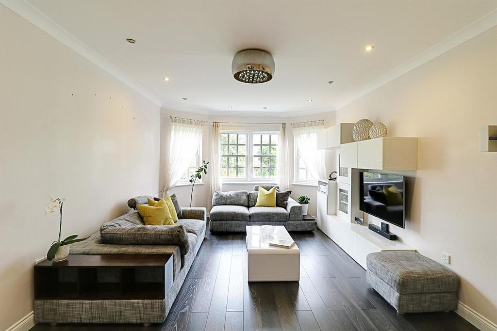 2 Bedrooms Flat for sale in Donovan Place, Winchmore Hill, N21