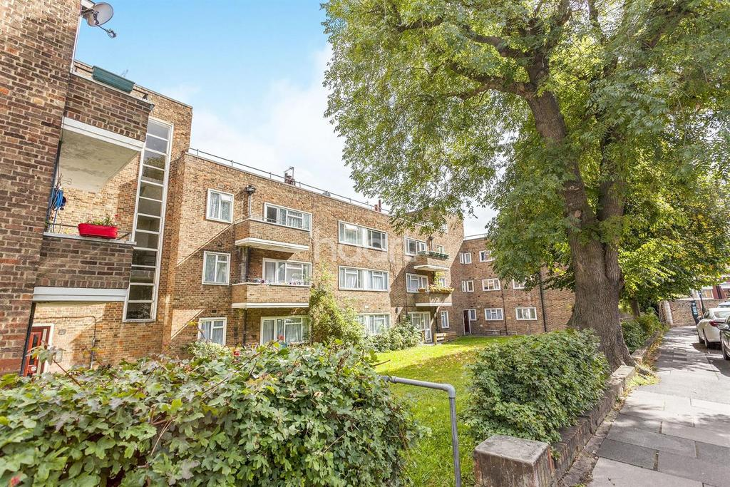3 Bedrooms Flat for sale in Moffat Court, Wimbledon, SW19
