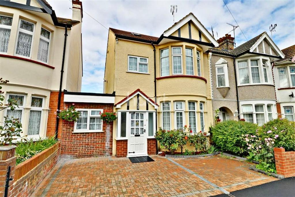 4 Bedrooms End Of Terrace House for sale in South Avenue, Southend