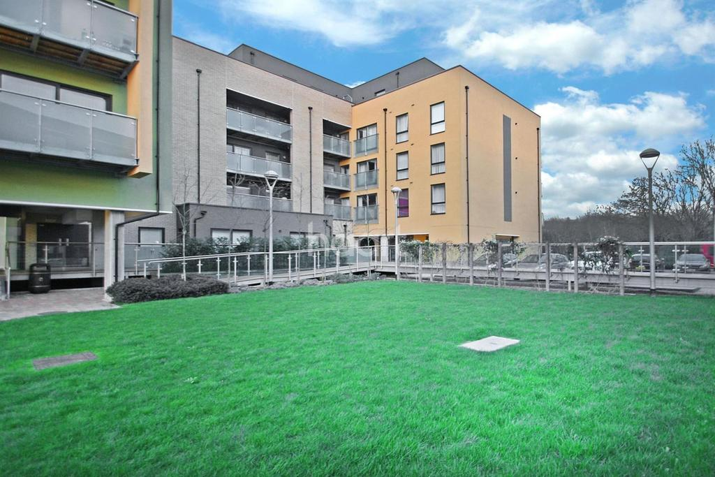 2 Bedrooms Flat for sale in Scenix House , E18