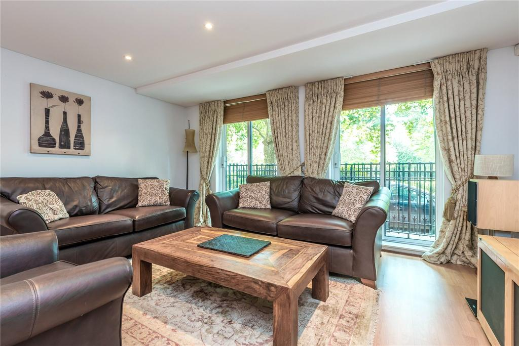 2 Bedrooms Flat for sale in Owen Street, London, EC1V