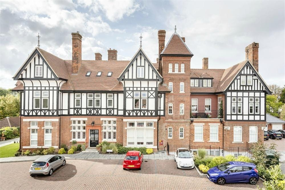 2 Bedrooms Flat for sale in Pearse House, Birchwood Mews, BISHOP'S STORTFORD, Hertfordshire