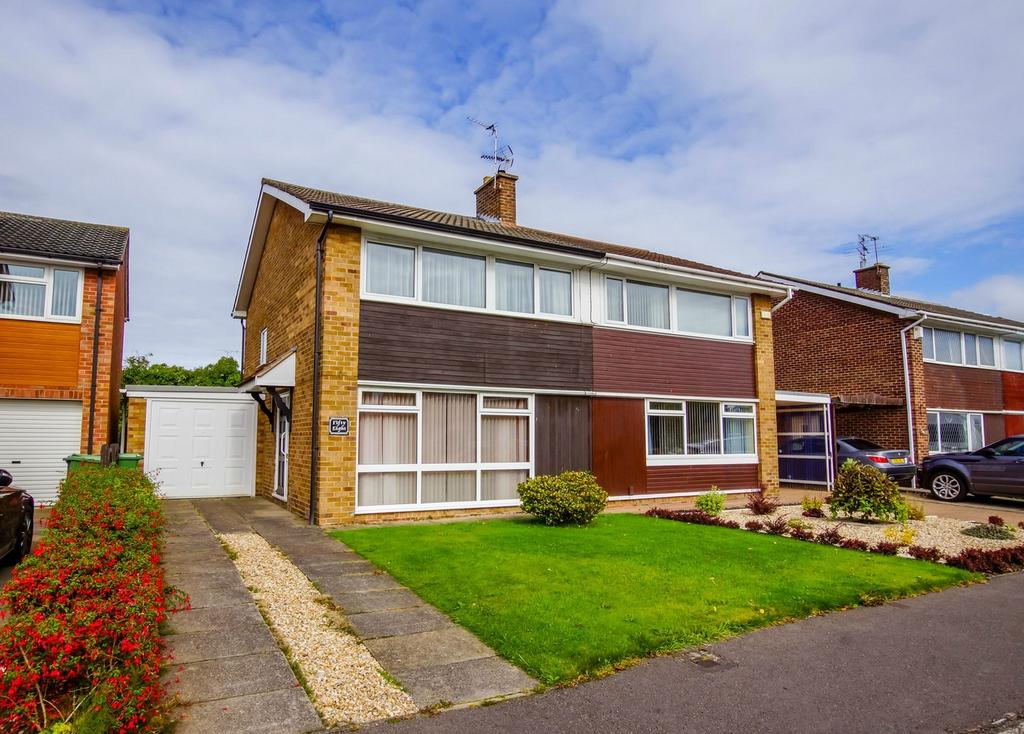 3 Bedrooms Semi Detached House for sale in Huntsmans Walk, Acomb, York