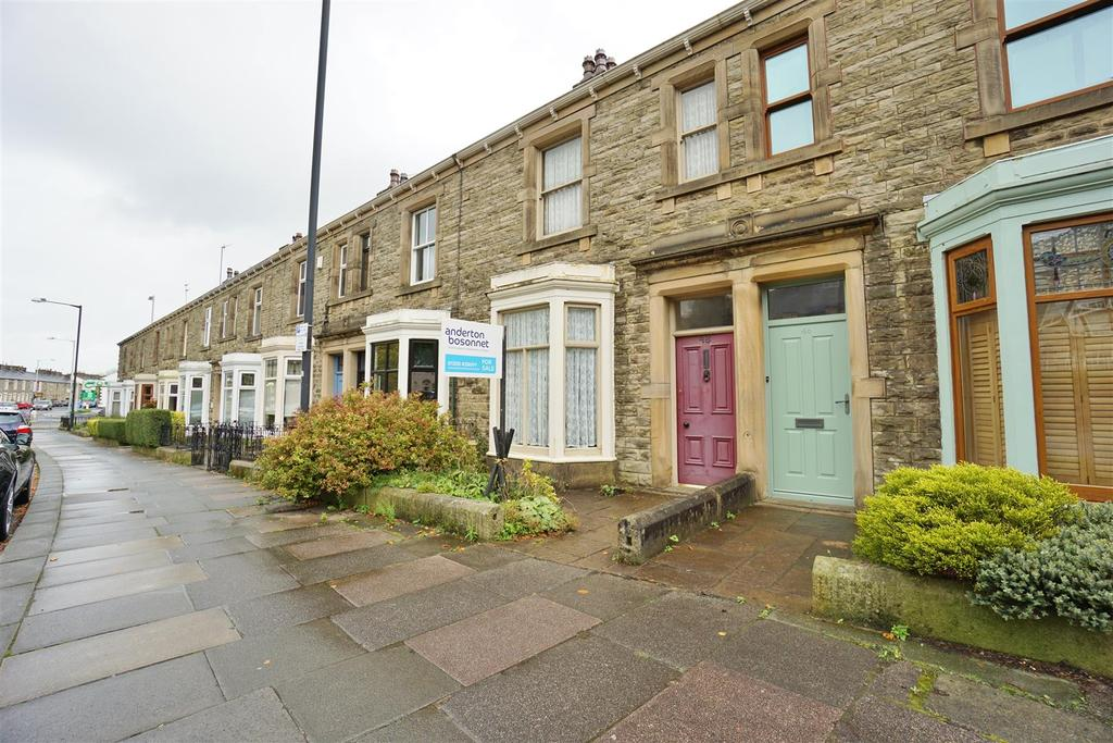 3 Bedrooms Terraced House for sale in York Street, Clitheroe