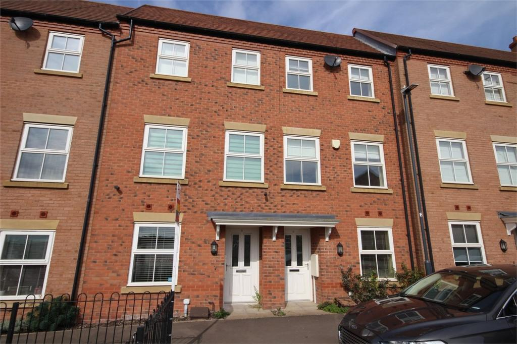 3 Bedrooms Terraced House for sale in Larch Close, Nuneaton, Warwickshire