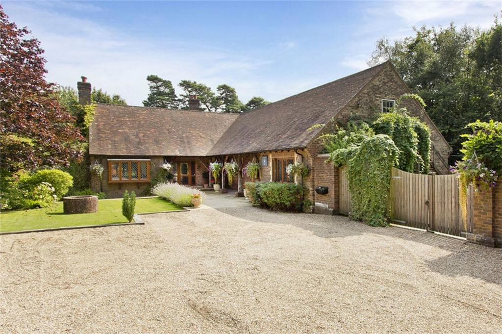 4 Bedrooms Detached House for sale in Netherfield Hall, NETHERFIELD, East Sussex