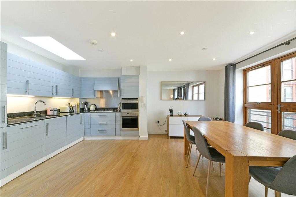 3 Bedrooms Mews House for sale in Pied Bull Yard, London, N1