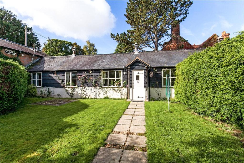 2 Bedrooms Bungalow for sale in Bury Hill Farm, Upper Clatford, Andover, Hampshire, SP11