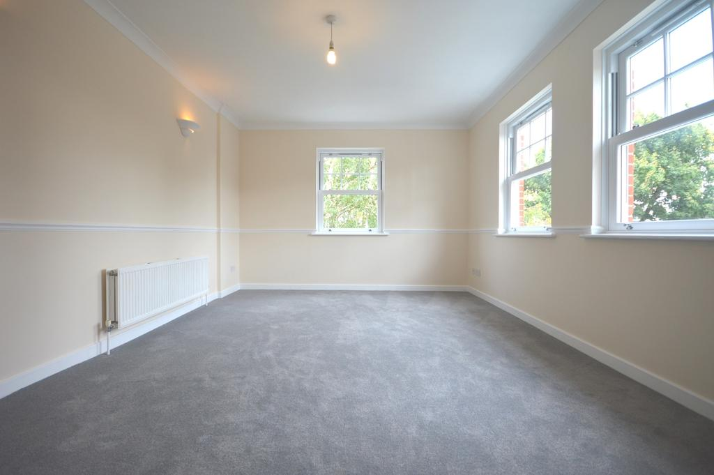 2 Bedrooms Flat for sale in Bromley Road London SE6