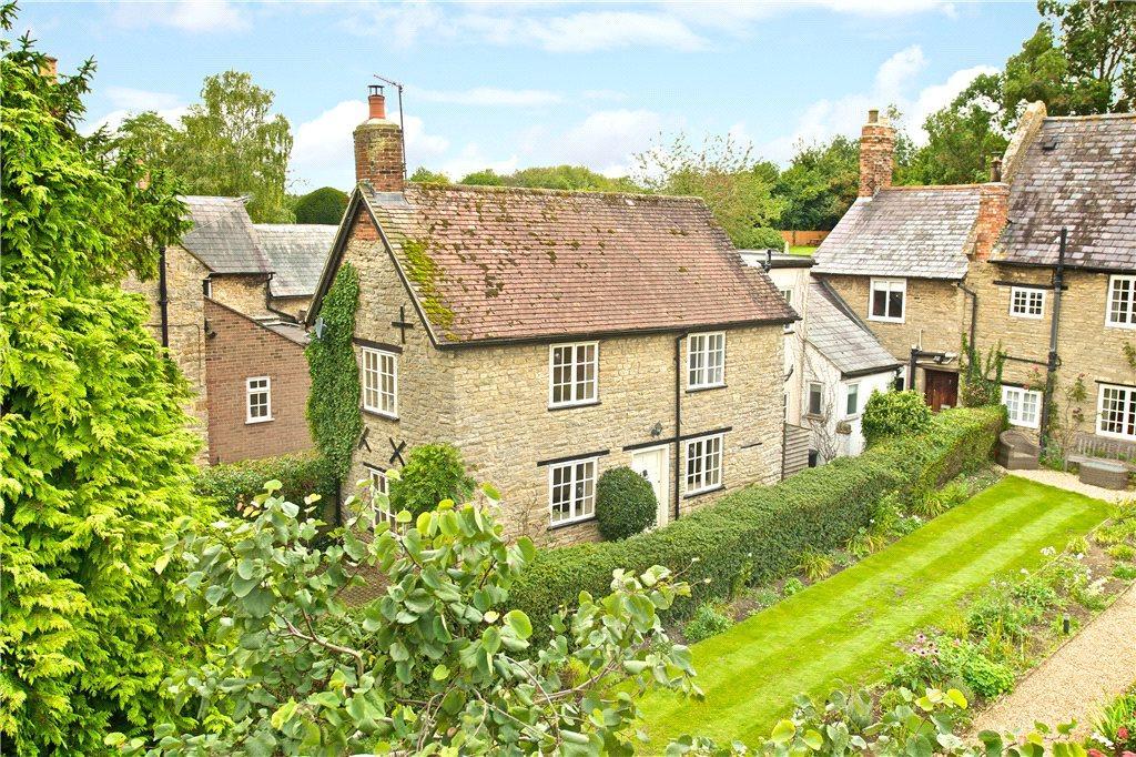 2 Bedrooms Detached House for sale in High Street, Weston Underwood, Buckinghamshire