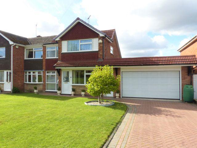 3 Bedrooms Semi Detached House for sale in Furze Way,Orchard Hills,Walsall