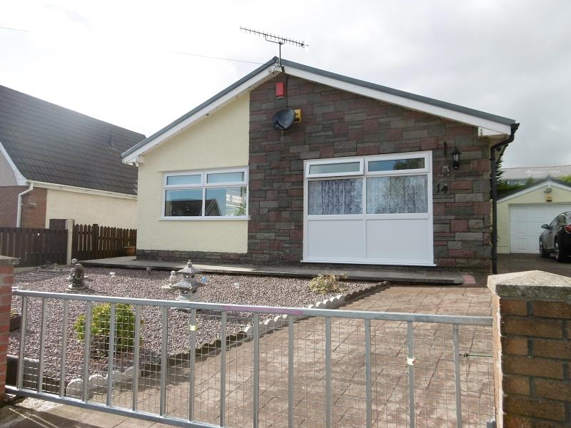 3 Bedrooms Detached Bungalow for sale in Coed Cae , Rassau, Ebbw Vale, Blaenau Gwent.