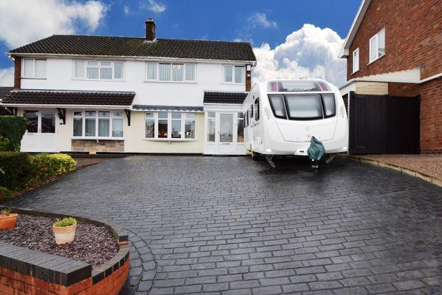 4 Bedrooms Semi Detached House for sale in Well Lane,Great Wyrley,Staffordshire