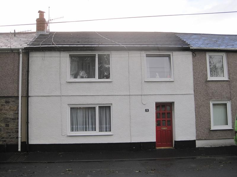 3 Bedrooms Terraced House for sale in Heol Glantawe , Ystradgynlais, Swansea.