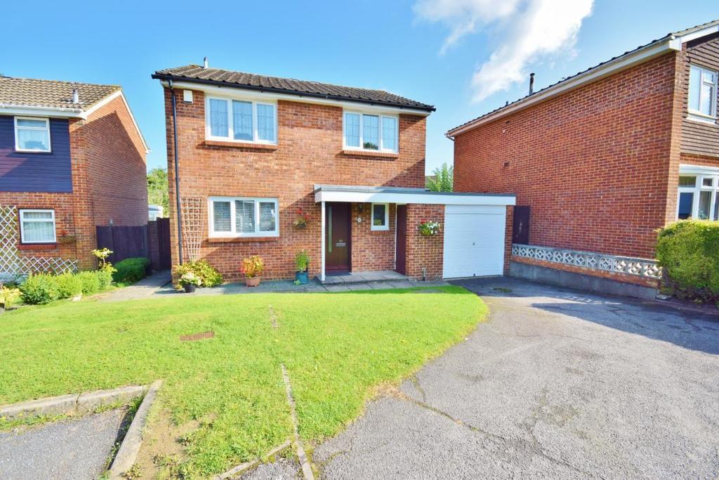 4 Bedrooms Detached House for sale in Black Dam, Basingstoke, RG21