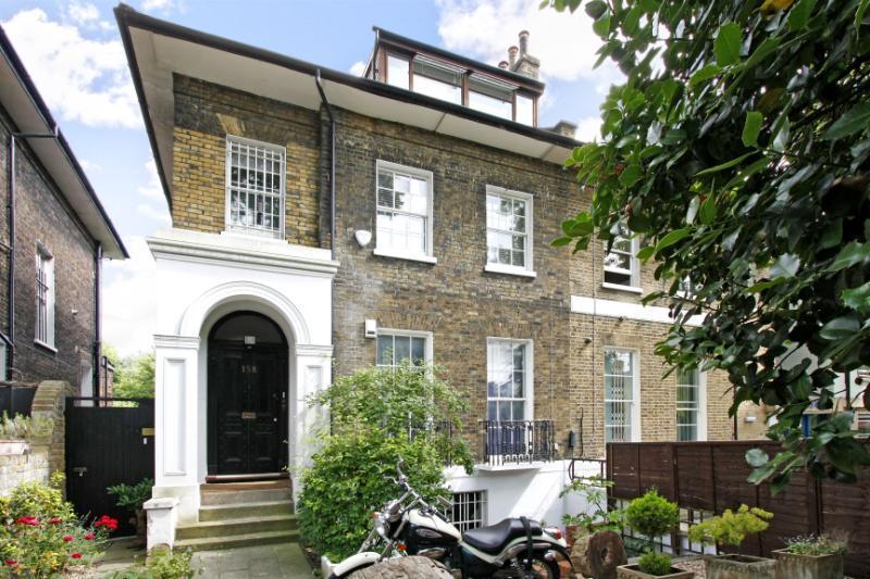 3 Bedrooms Flat for sale in Camden Road, London