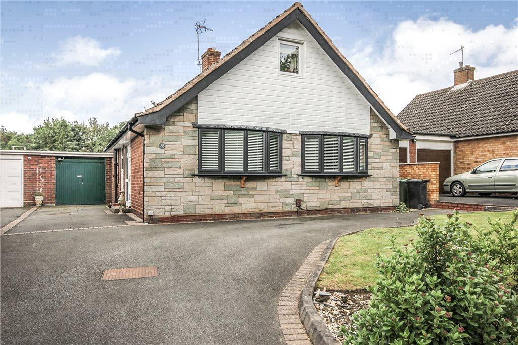 4 Bedrooms Detached Bungalow for sale in Wollescote Road, Stourbridge, West Midlands, DY9