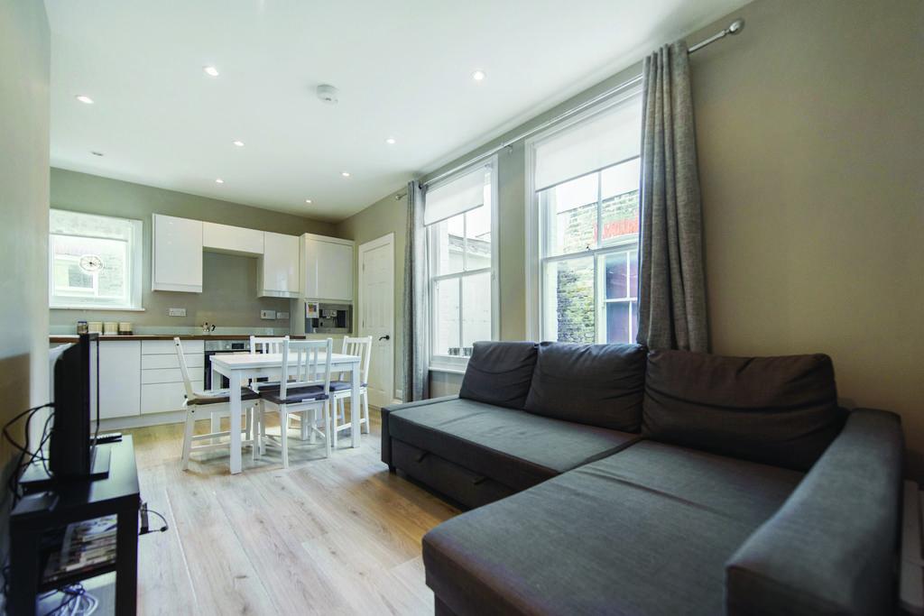 2 Bedrooms Flat for sale in Putney Bridge Road, SW15