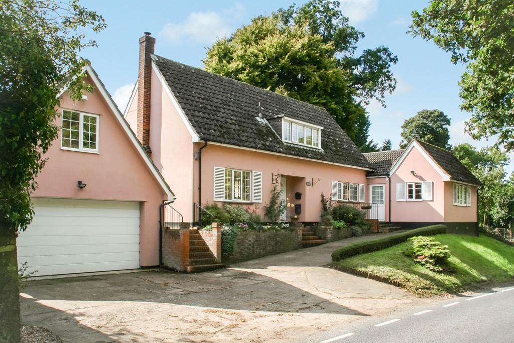 3 Bedrooms Detached House for sale in Hall Farm Road, Gt. Bealings