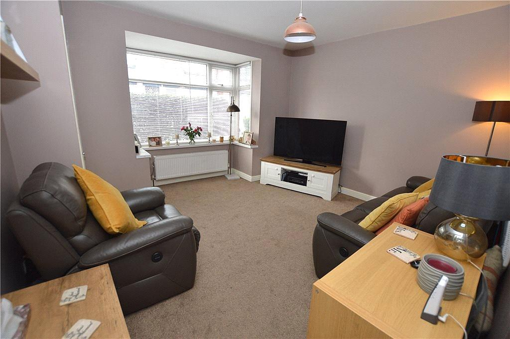3 Bedrooms Terraced House for sale in Dawlish Mount, Leeds, West Yorkshire