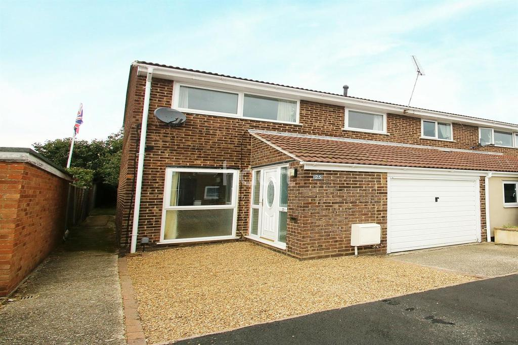 3 Bedrooms End Of Terrace House for sale in Cornflower Drive, Chelmsford